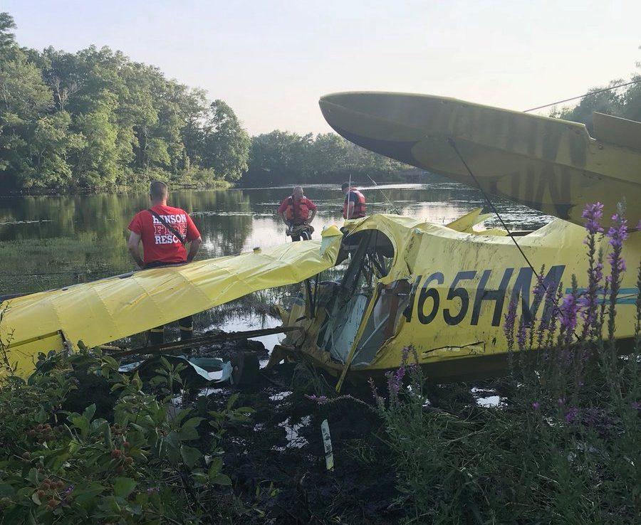 Piloto arrojaba las cenizas de su papá desde un avión, se estrelló y murió