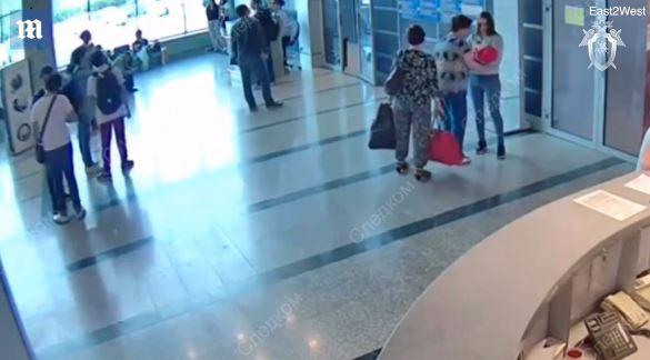 Cazada una madre vendiendo a su bebé en el aeropuerto por menos de 40 euros