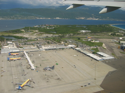 Mexican airport operator wins bid to run Jamaican airport