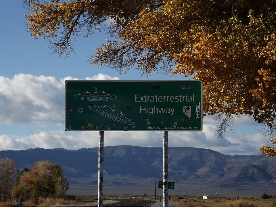 """La extraña historia tras el """"Área 51"""": el misterioso terreno de EE.UU. al que nadie puede ingresar"""