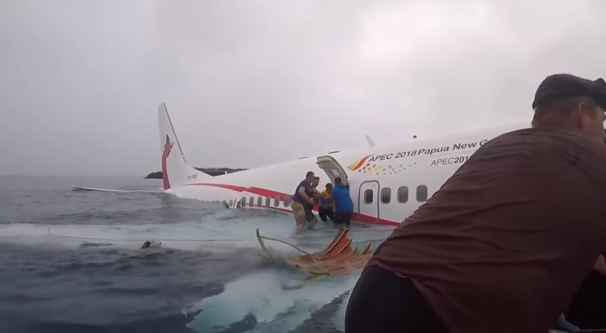 Así fue el rescate de los pasajeros del avión tras su aterrizaje en el mar