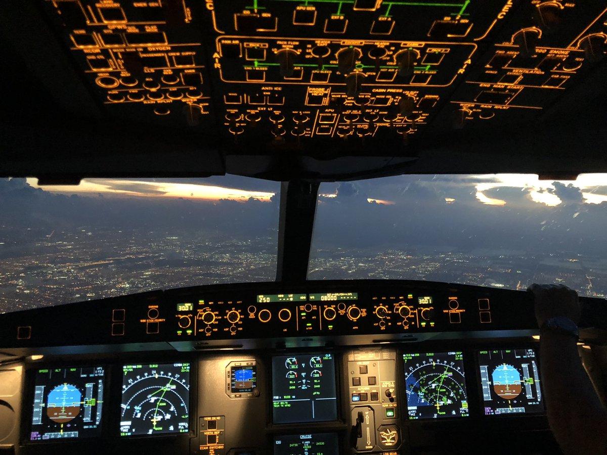 Piloto tuitero: cuenta todo lo que pasa en sus vuelos y revela los secretos de la cabina