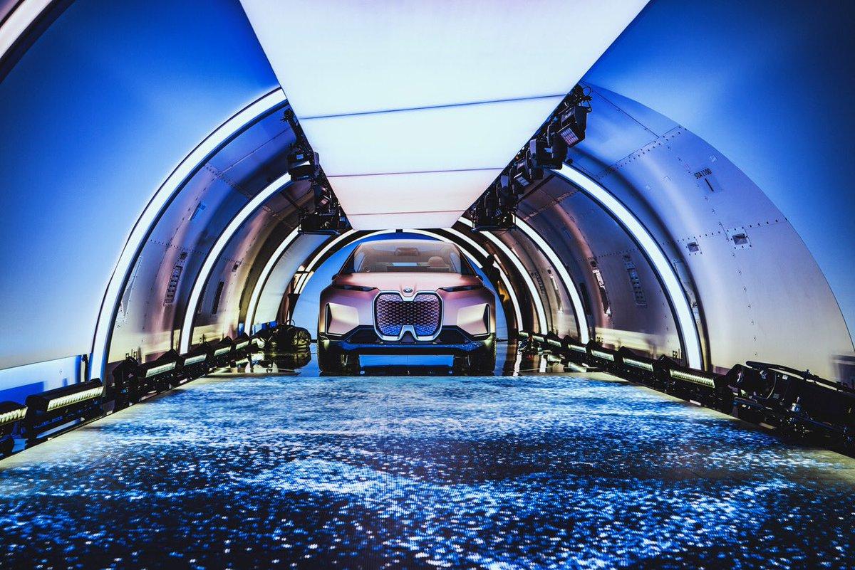 VOK DAMS presenta el futuro de la movilidad en un avión de carga