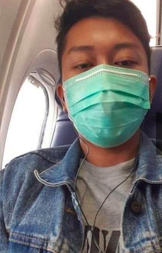 La selfie más triste: el último contacto de un pasajero del avión que cayó en Indonesia con su esposa