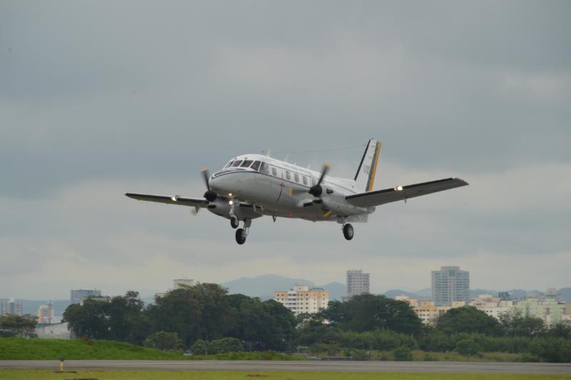 Embraer e FAB comemoram 50 anos do primeiro voo do Bandeirante