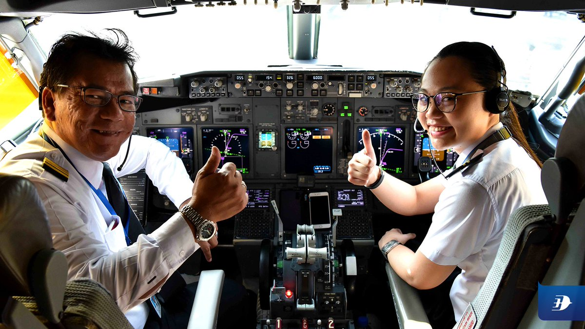 Malaysia Airlines Welcomes First Female Pilots