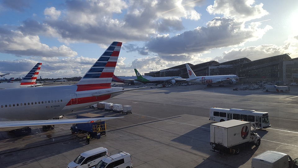 American Airlines cancela 90 vuelos por día hasta el 24 de abril