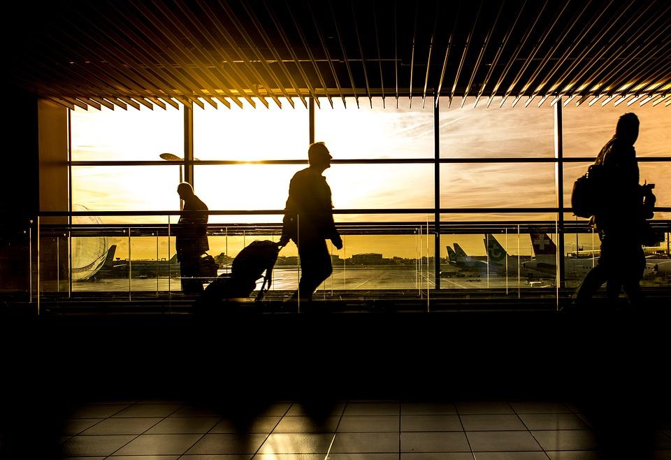 India prohibe los plásticos de un solo uso en 129 aeropuertos