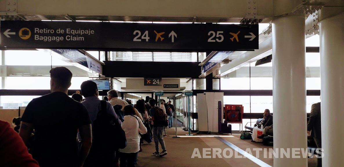 El plan de contingencia en el Aeropuerto de Santiago para enfrentar la temporada alta por vacaciones