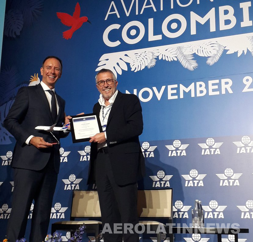 Enrique Cueto recibió certificado IATA Environmental Assesment Program (IEnvA) a LATAM Colombia