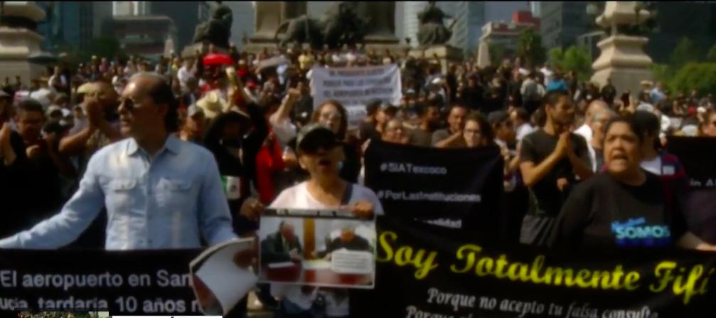 Miles de mexicanos se manifestaron en las calles contra cancelación de Nuevo Aeropuerto