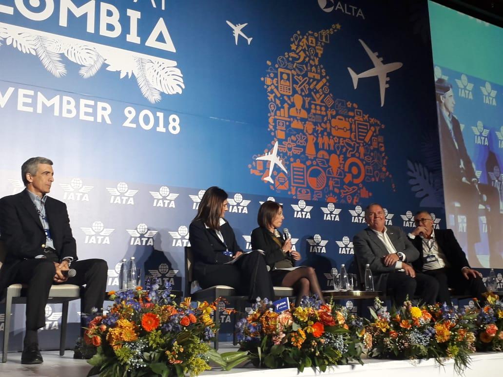 Conversaciones que buscan favorecer el desarrollo de la aviación en Colombia