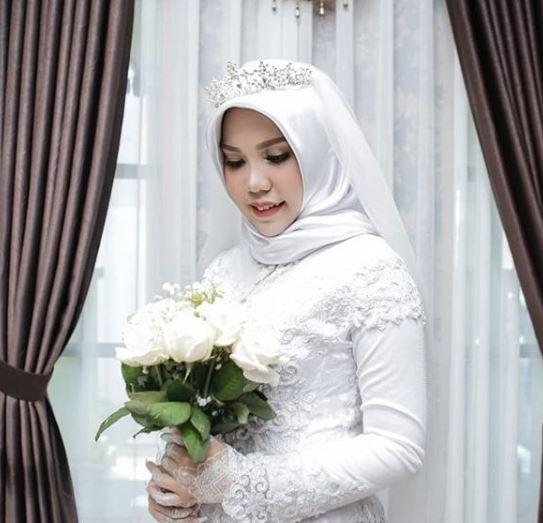 Ella se casó sola cumpliendo petición de su prometido fallecido