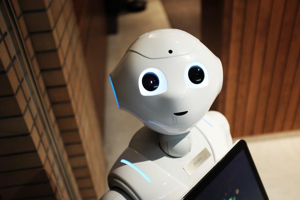 El robot Pepper es el nuevo miembro del personal del aeropuerto de Praga