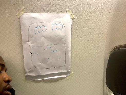 Pasajero de avión que exigía asiento con ventana recibió insólita respuesta de azafata