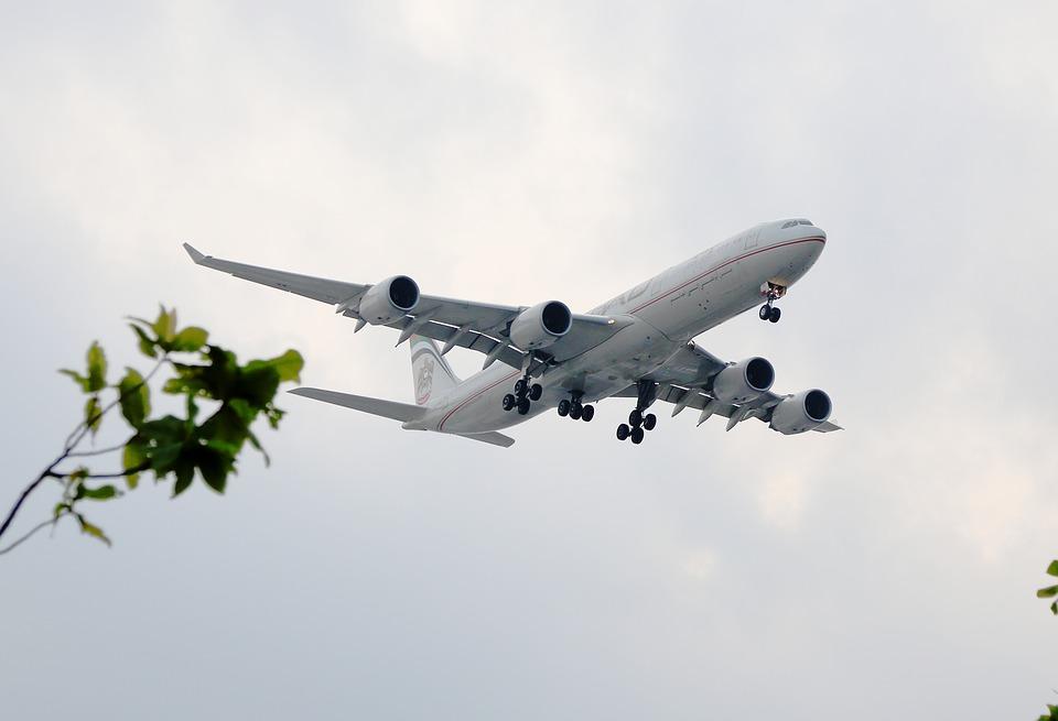 Francia crea una ecotasa que cobrará en todos los vuelos que salgan del país