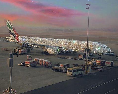 Conoce el extravagante diseño de avión de Dubai cubierto de diamantes