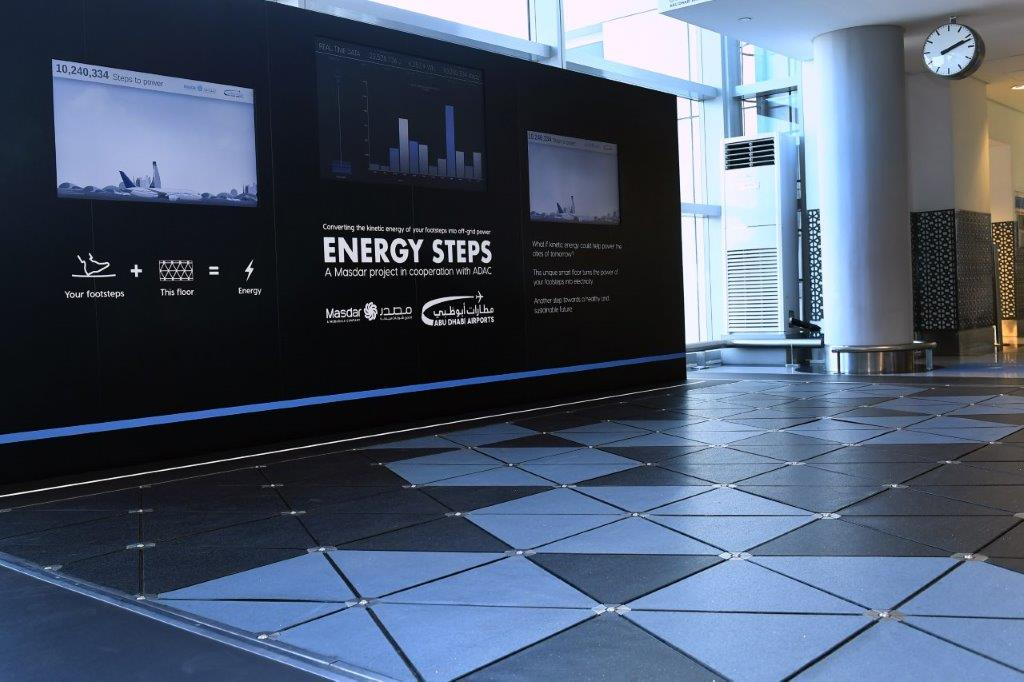 El aeropuerto de Abu Dabi convierte en electricidad los pasos de los pasajeros