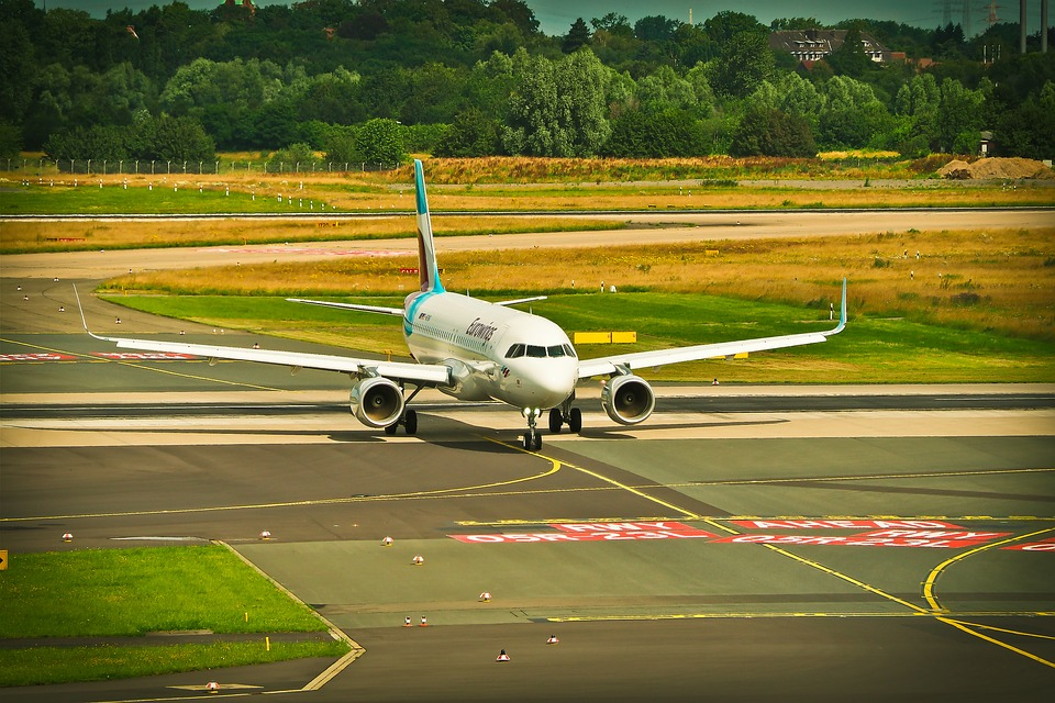 ¿Qué significan los números en las pistas de aterrizaje de los aeropuertos?