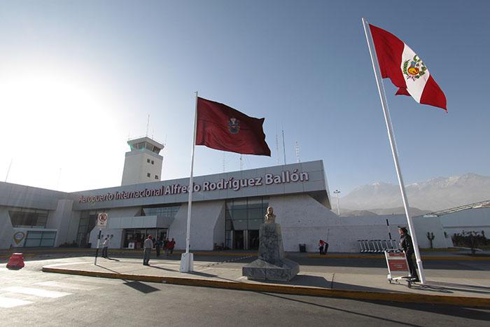 Aeropuertos de Arequipa y Tacna tienen problemas en pistas de aterrizaje