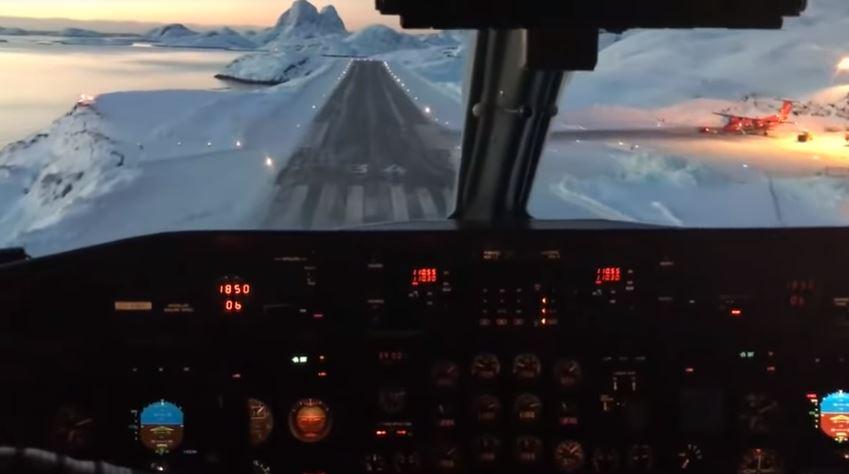Aterrizar en este estrecho aeropuerto de Groenlandia parece una escena sacada de Star Wars