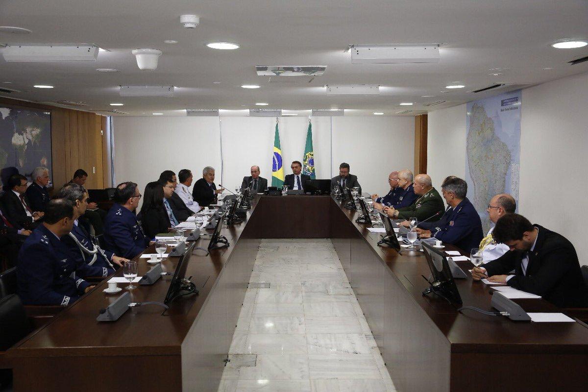 Bolsonaro autoriza fusão entre Embraer e Boeing: soberania preservada