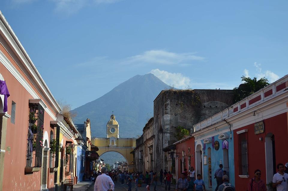 Guatemala prioriza vacunación de 30.000 trabajadores del turismo