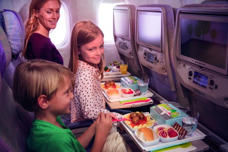 Estudio revela que los niños realizan su primer vuelo a edades cada vez más temprana