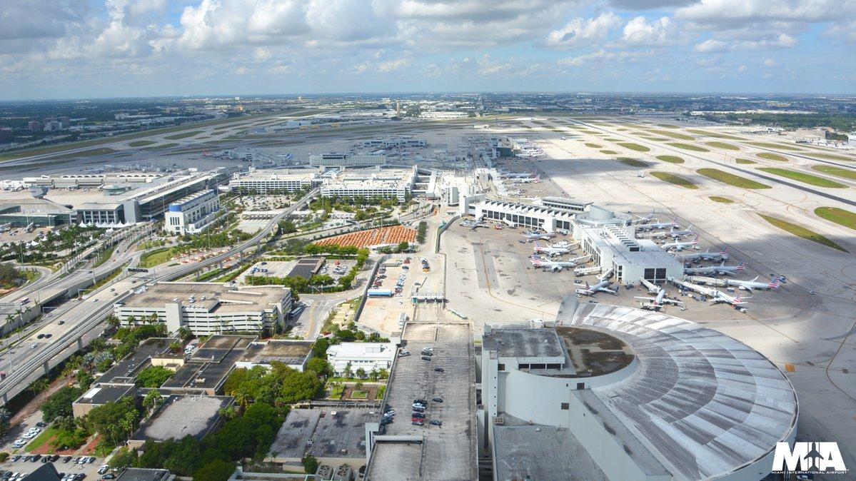 Aeropuerto de Miami recibe premio como el mejor para hacer compras en EEUU