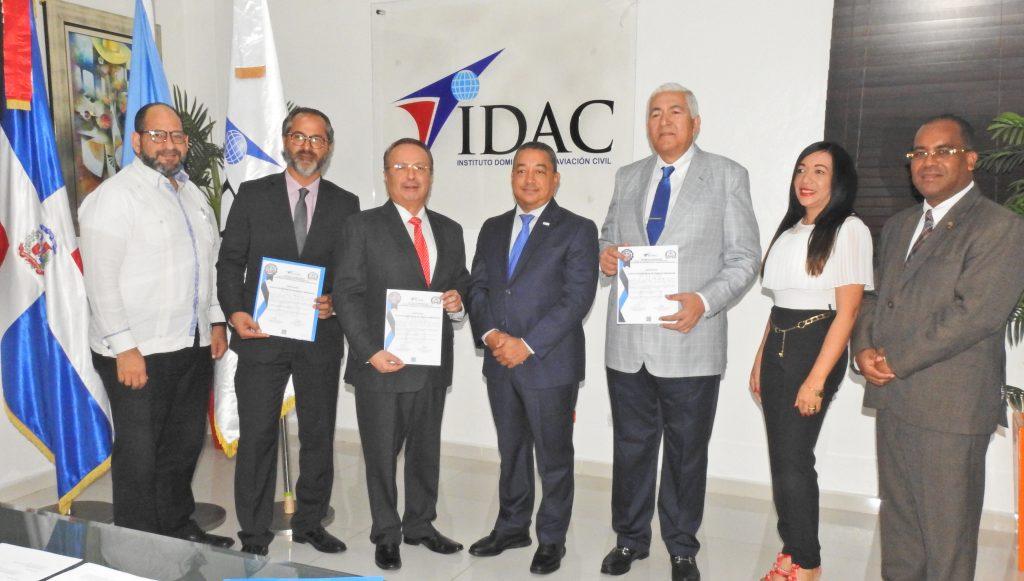 IDAC certifica empresas de servicios y asistencia en tierra a aeronaves
