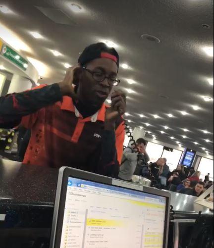 Artista del beatbox causa sensación en aeropuerto al mostrar su habilidad con el micrófono