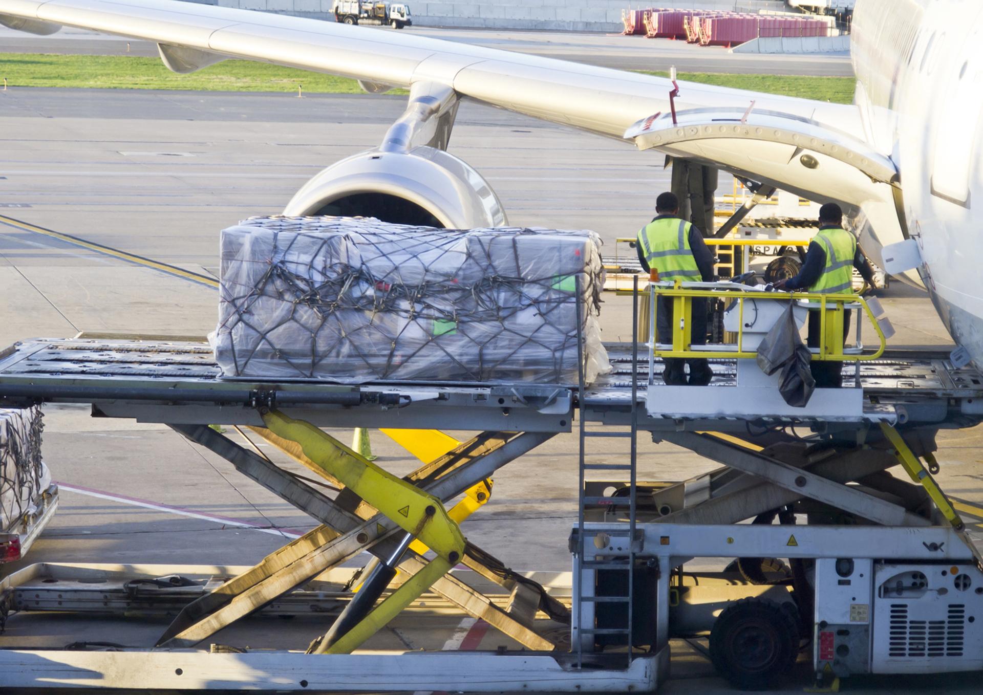 Comienzo débil para la temporada alta del transporte de carga aérea. La demanda cae 3,5% en octubre