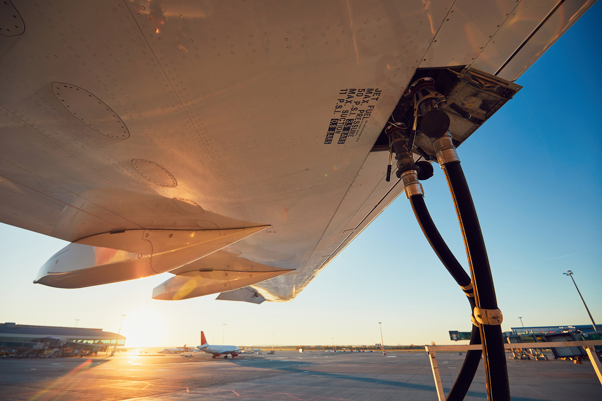 Gladson autoriza redução do ICMS sobre combustíveis de aviação