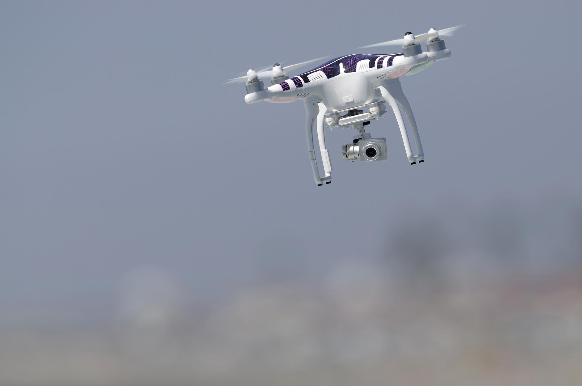 España: Volar un dron cerca de un aeropuerto, una infracción grave con hasta 90.000 euros de multa