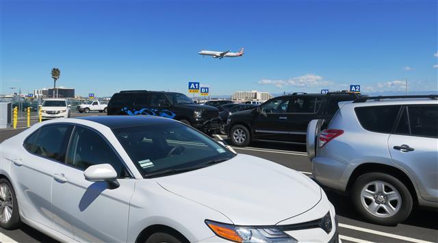 Amplían espacios de estacionamientos en LAX