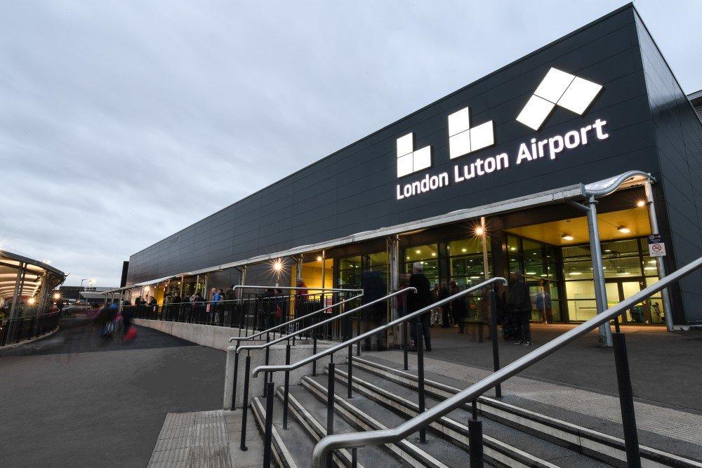 El Aeropuerto de Londres Luton amplía su infraestructura de digital signage con Absen
