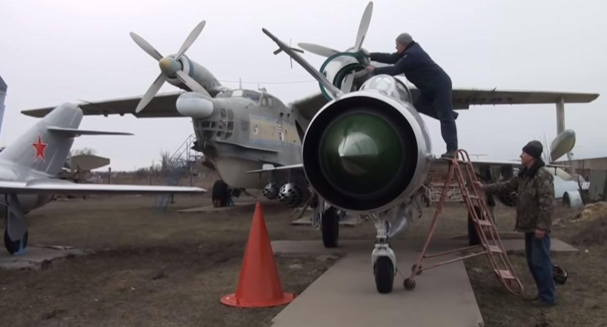 De cementerio de naves a museo: cómo veteranos de la aviación rescatan reliquias del pasado