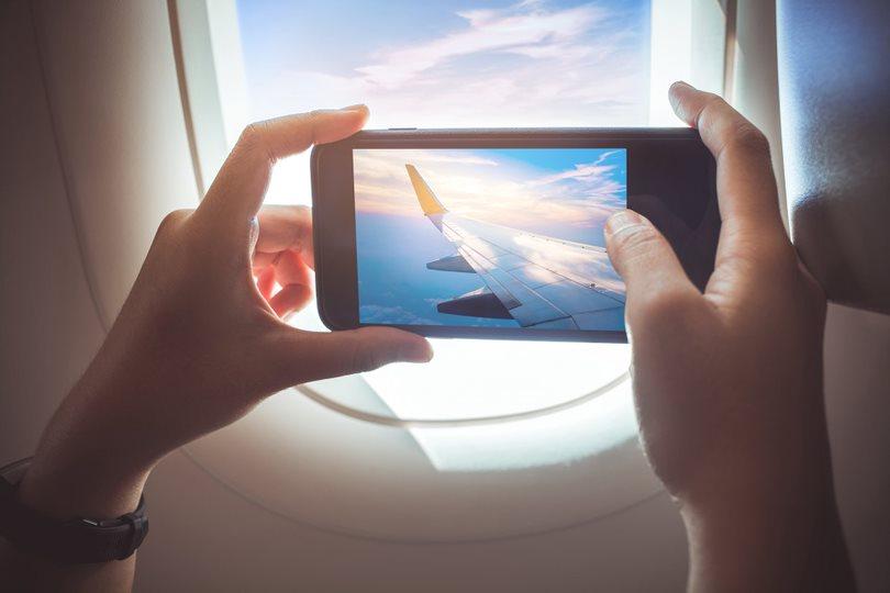 ¿Qué aparatos tecnológicos puedo usar en vuelos económicos?