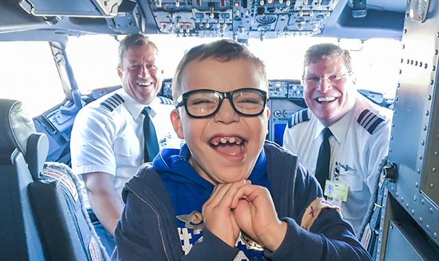 Es genial volar: el programa de American Airlines que ayuda a niños con autismo a alcanzar nuevas alturas