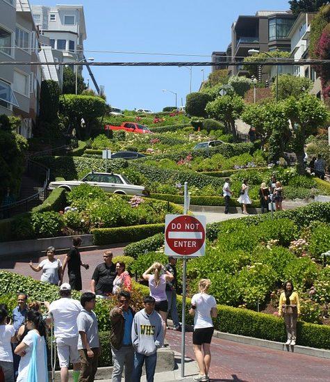 San Francisco cobrará 10 dólares a los turistas en su famosa calle sinuosa