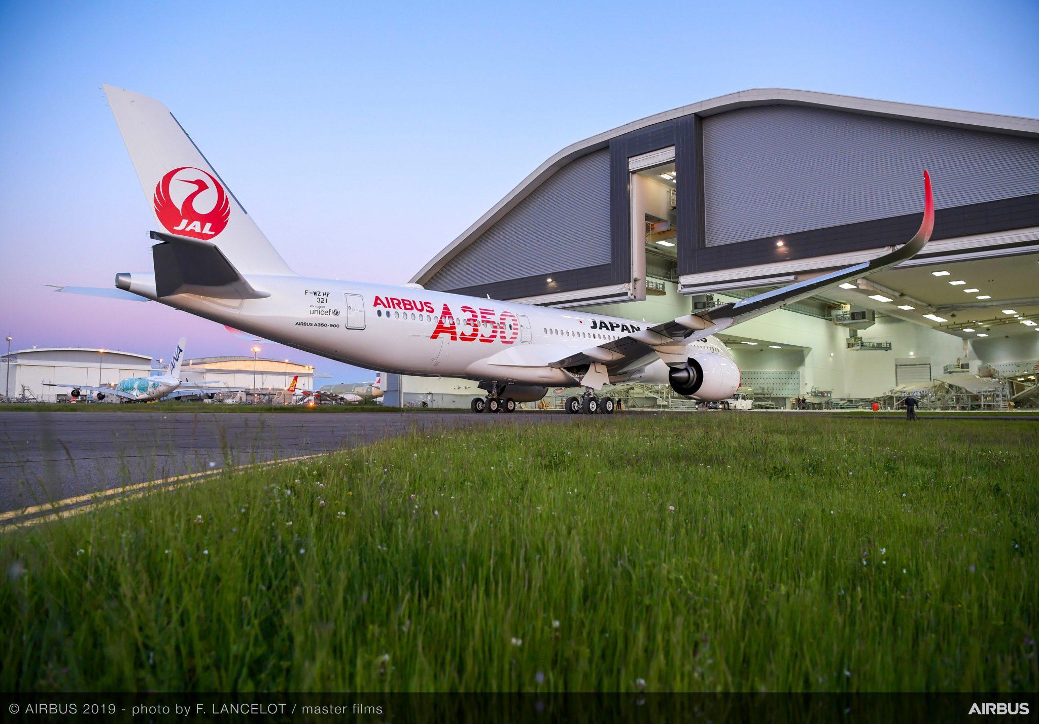 El primer Airbus A350-900 de JAL ya luce los colores de la aerolínea