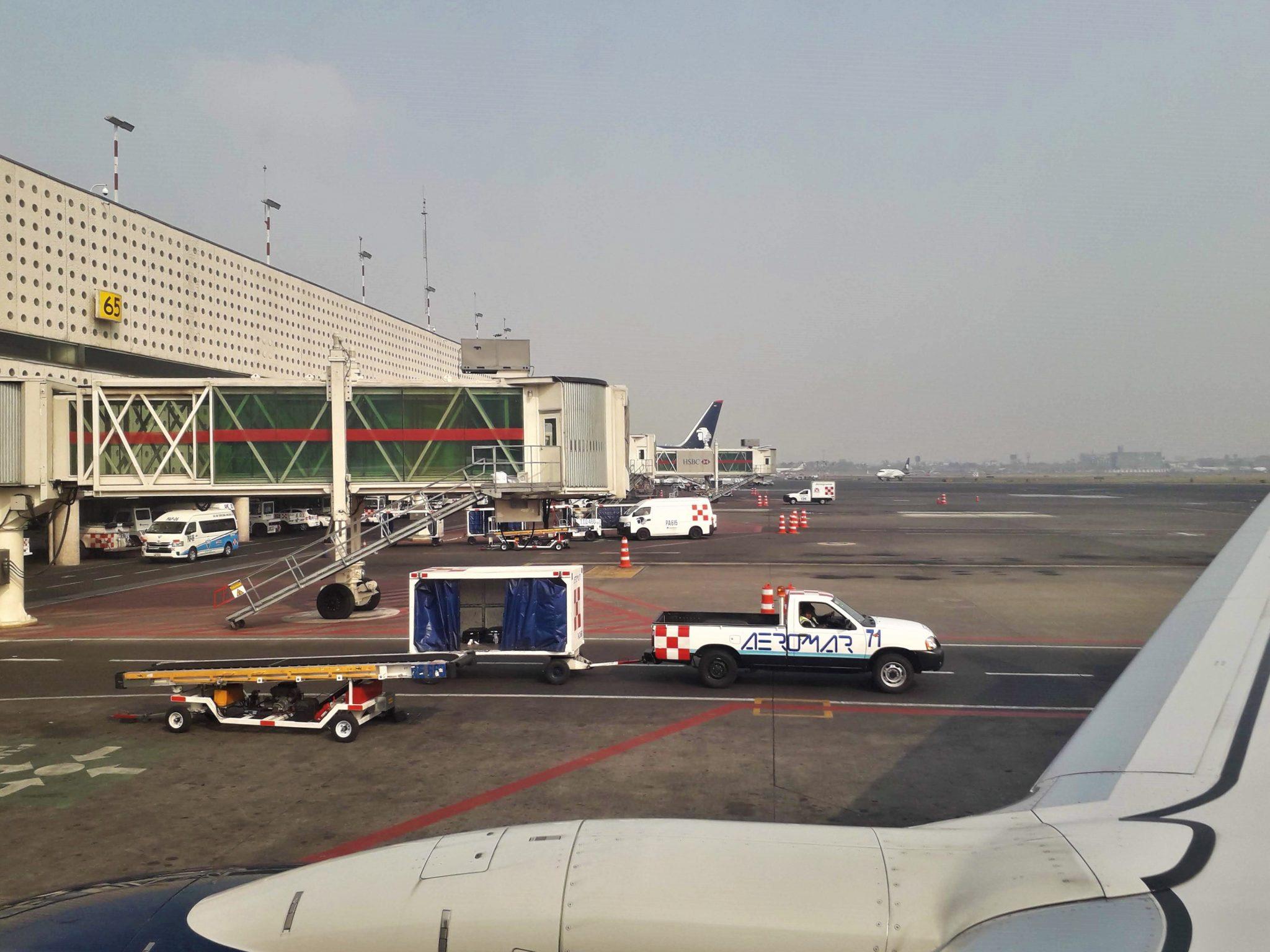 México: Covid-19 dejó a la aviación en tierra en abril