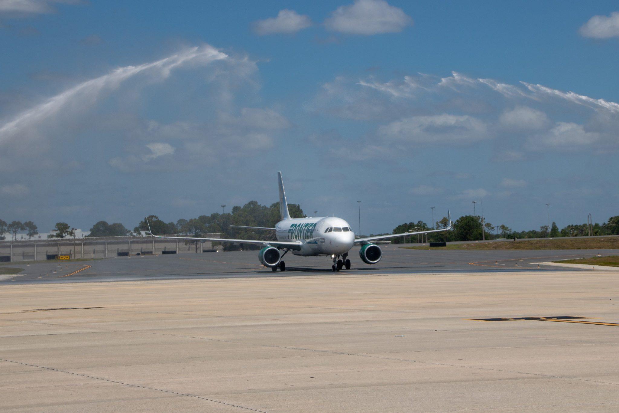Aerolínea Frontier realiza vuelo inaugural desde Orlando, Florida a Punta Cana