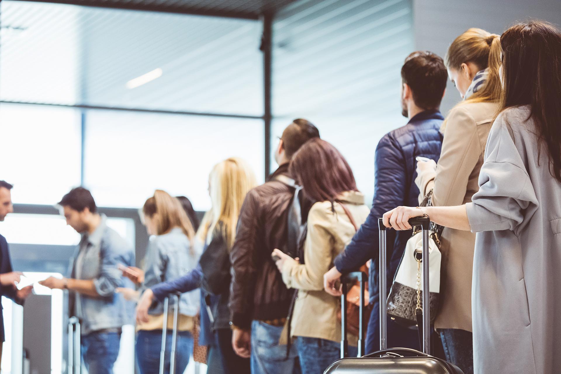 Psicología en el aeropuerto: por qué unos viajeros llegan horas antes y otros, en el último minuto
