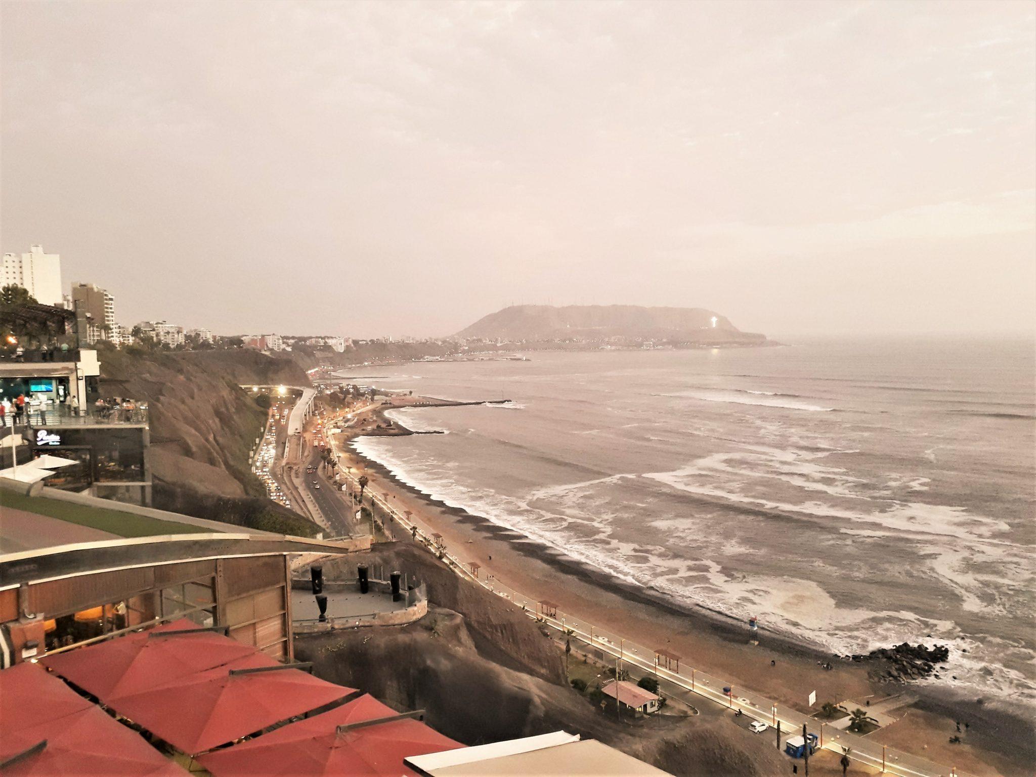 Perú levanta la cuarentena y reabre el turismo interno