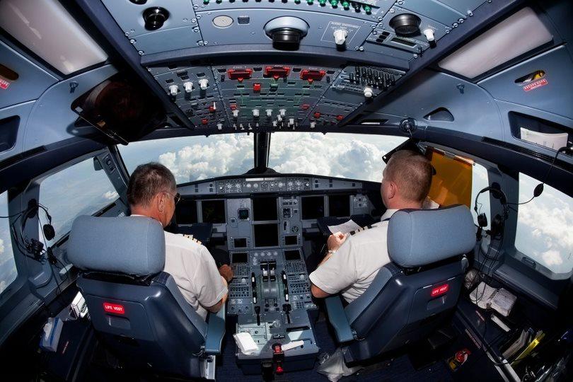 Pilotos y copilotos de los aviones comen distinta comida, pero no es por lo que piensas…