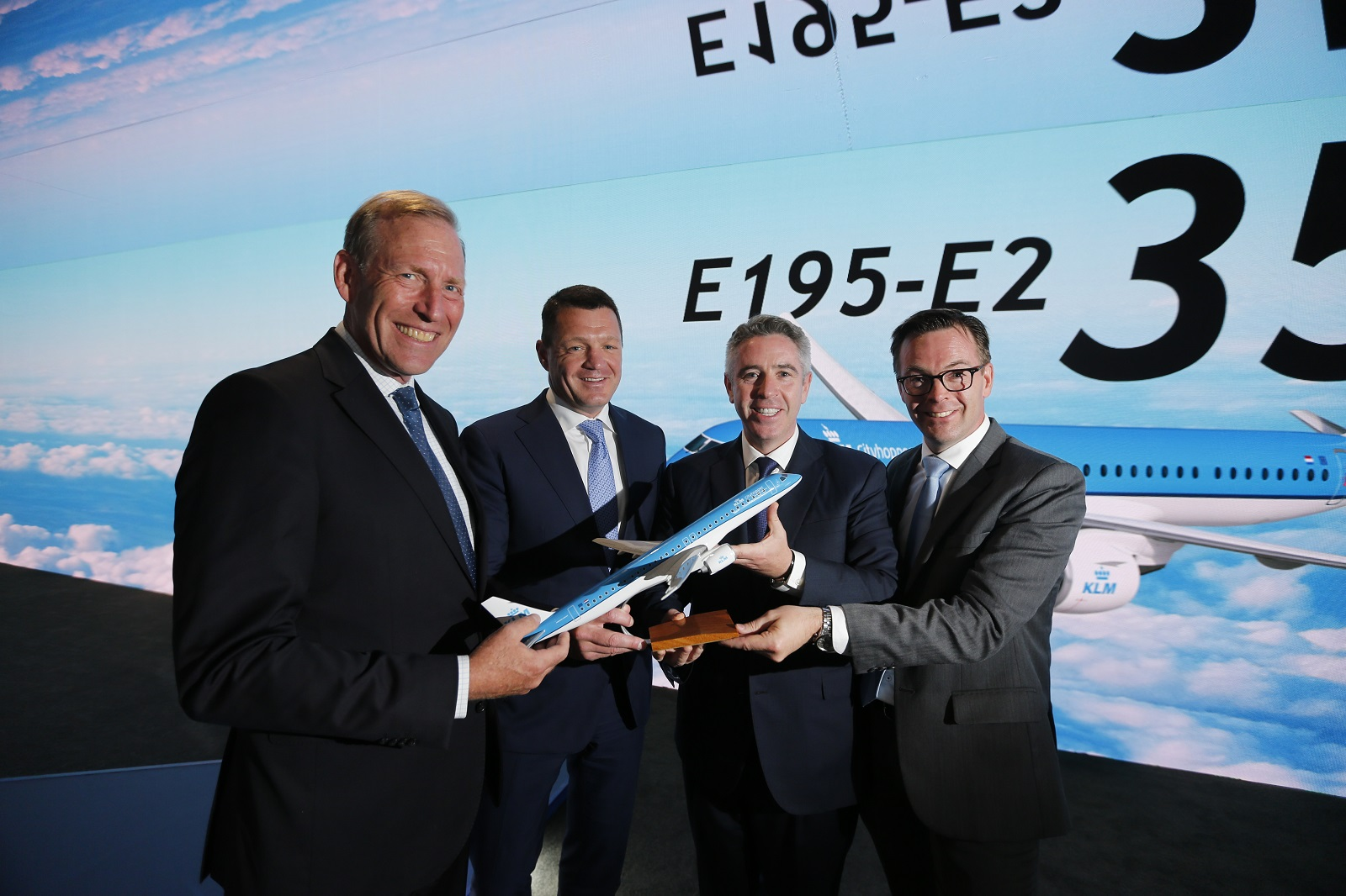 KLM confirma a Embraer el pedido inicial de 15 E195-E2 y ordena seis aviones más