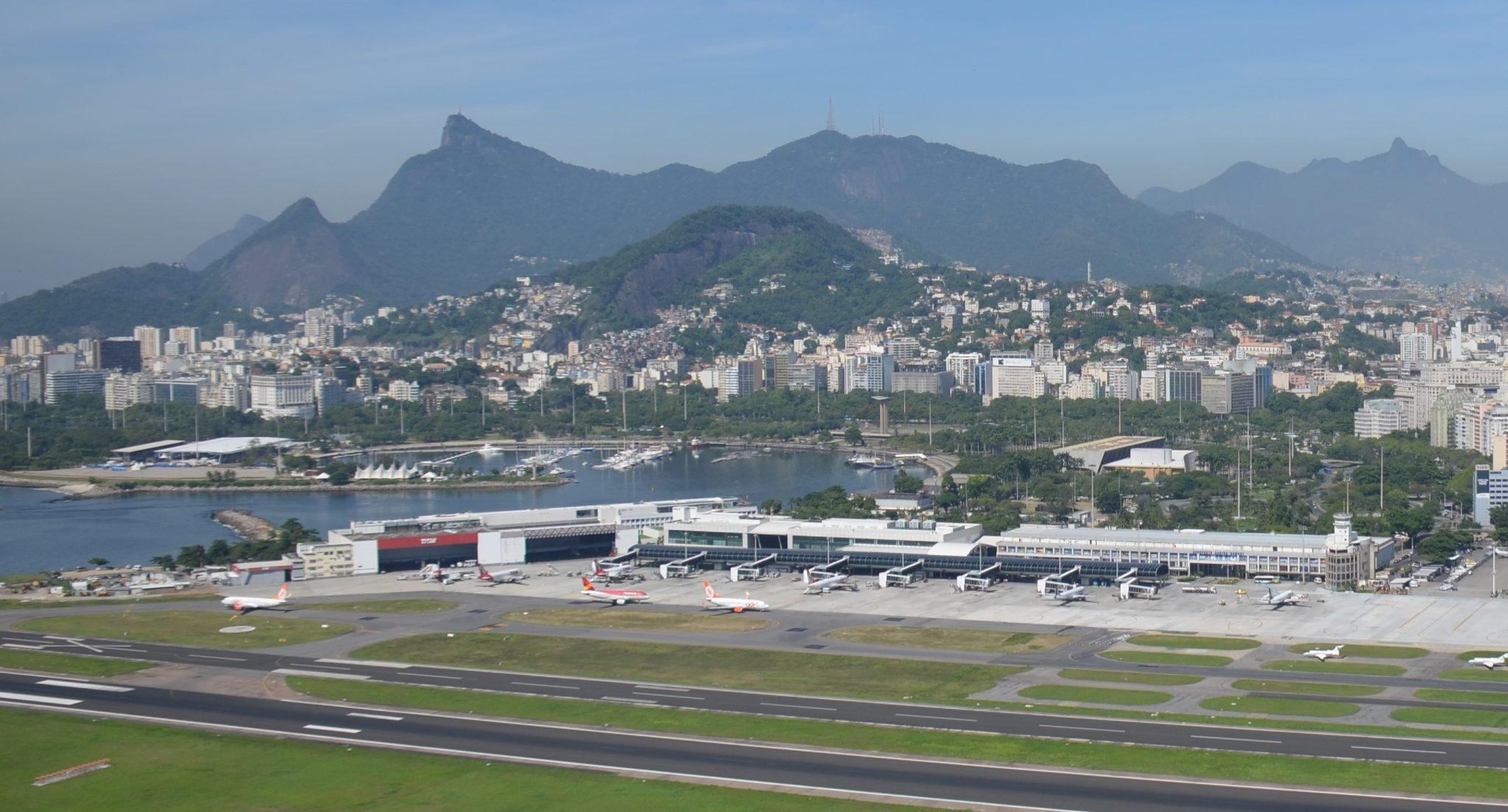 Azul e Latam retomam voos no Santos Dumont (RJ)