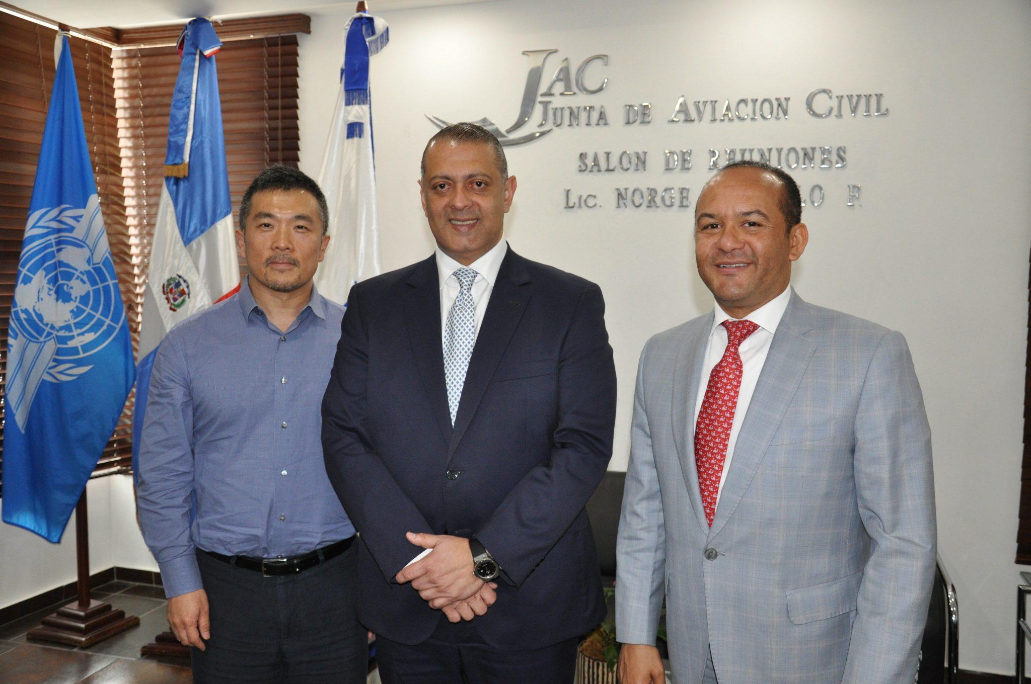 RD: Presidente de la JAC se reúne con director de aerolínea china Hainan Airlines