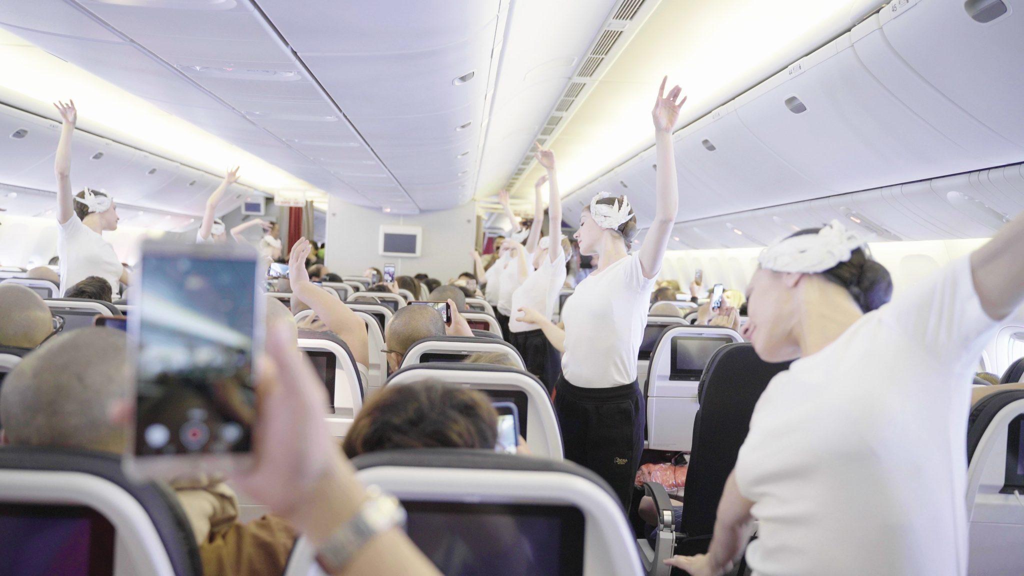 Air France sorprendió a sus pasajeros con bailarines de la Ópera de París en pleno vuelo